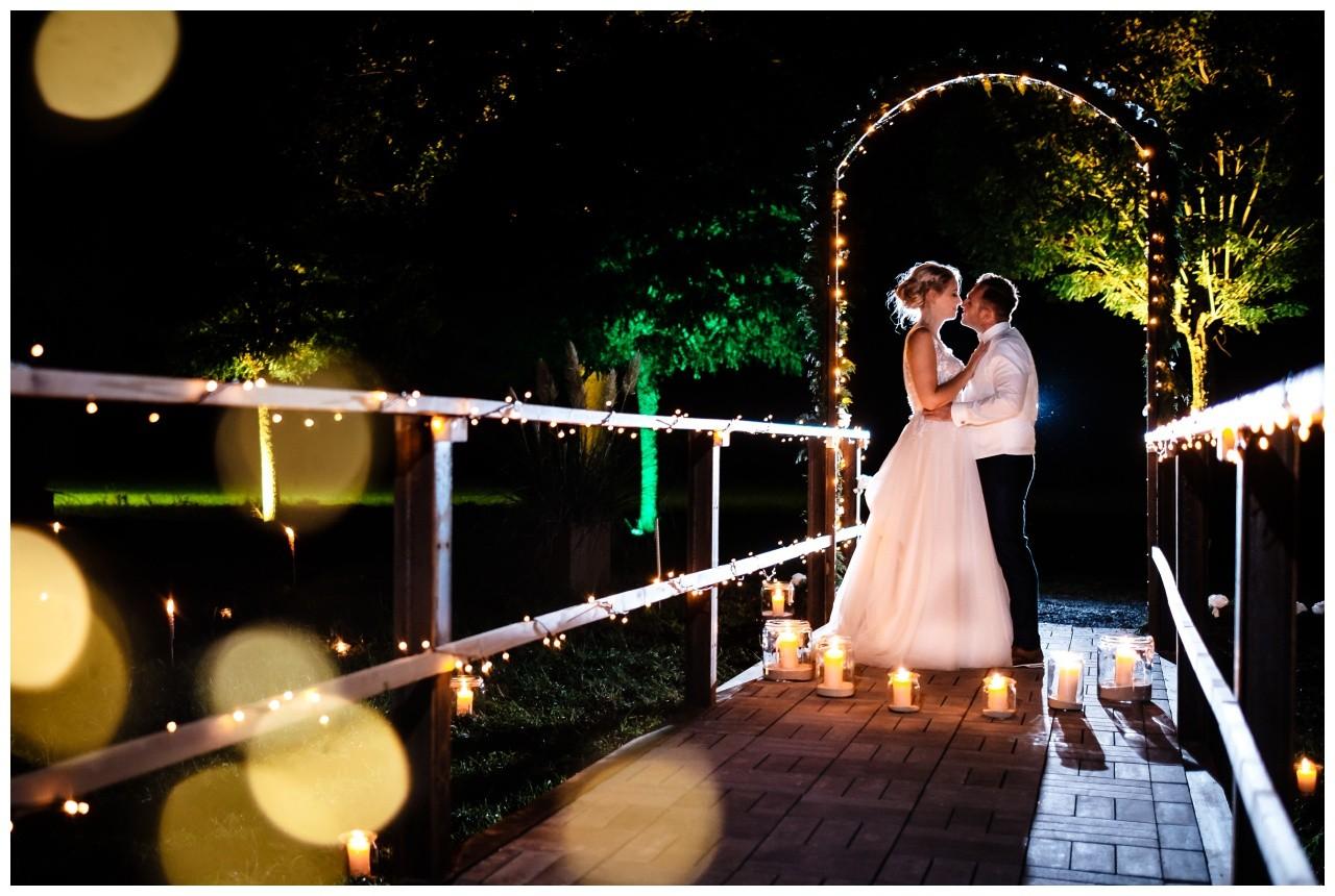 Gartenhochzeit hochzeit garten draussen fotograf corona hochzeitsfotograf 79 - DIY Hochzeit im Garten