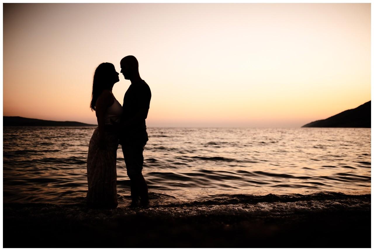 verlobungsshooting strand paarshooting hochzeit hochzeitsfotograf kroatien 1 - Verlobungsshooting am Strand
