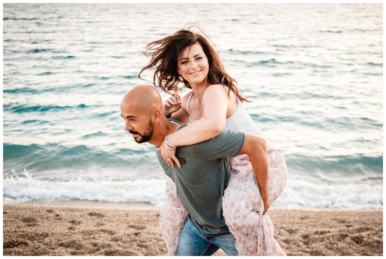 verlobungsshooting strand paarshooting hochzeit hochzeitsfotograf kroatien 10 - Verlobungsshooting am Strand