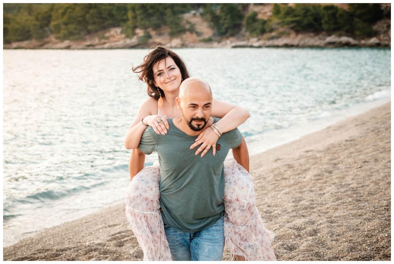 verlobungsshooting strand paarshooting hochzeit hochzeitsfotograf kroatien 11 - Verlobungsshooting am Strand