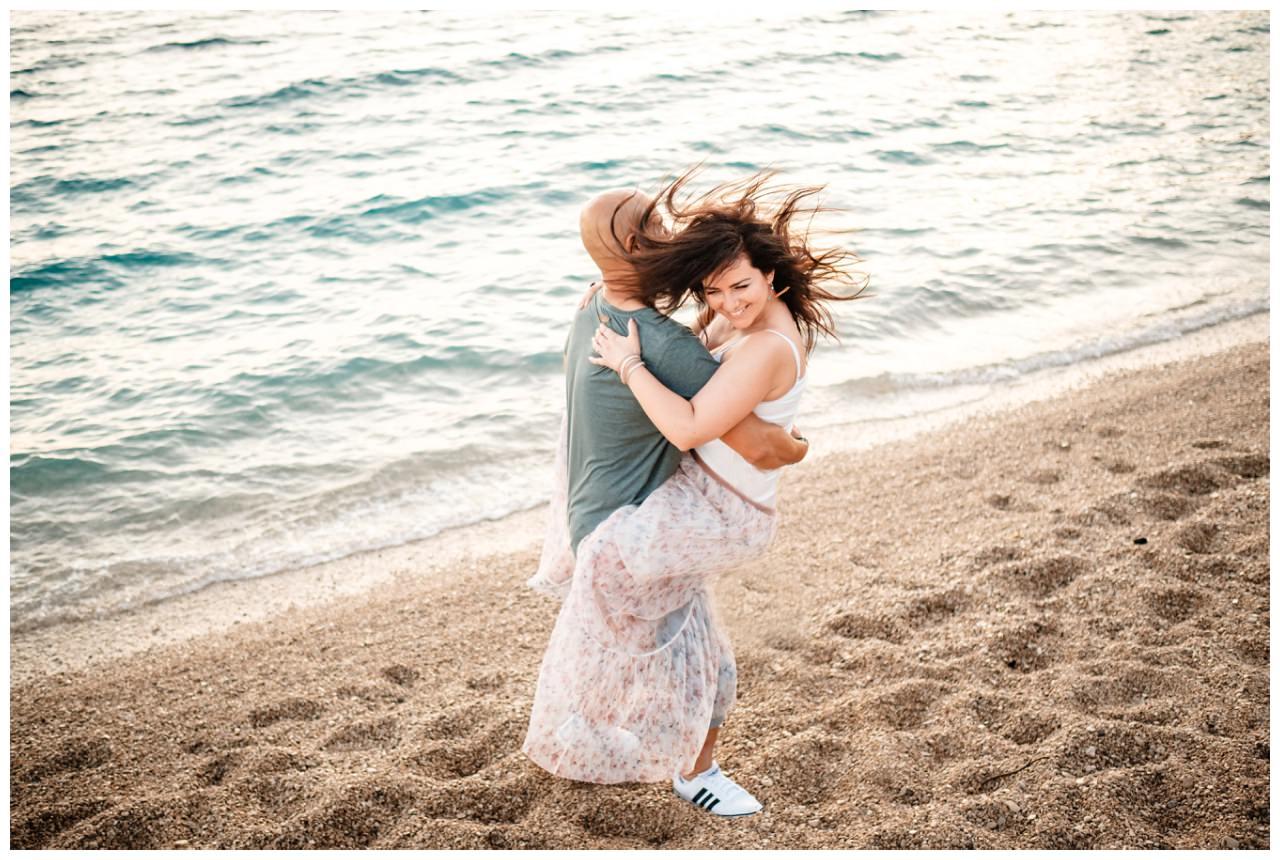 verlobungsshooting strand paarshooting hochzeit hochzeitsfotograf kroatien 12 - Verlobungsshooting am Strand
