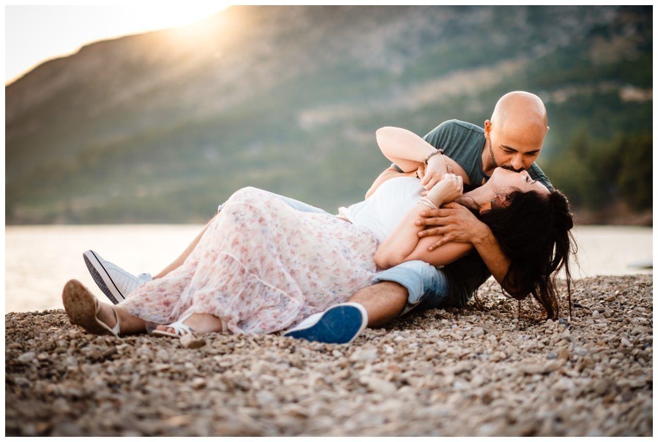 verlobungsshooting strand paarshooting hochzeit hochzeitsfotograf kroatien 15 - Verlobungsshooting am Strand
