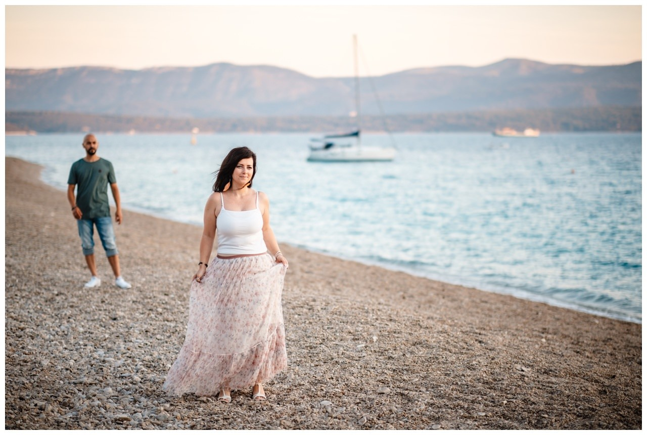 verlobungsshooting strand paarshooting hochzeit hochzeitsfotograf kroatien 17 - Verlobungsshooting am Strand