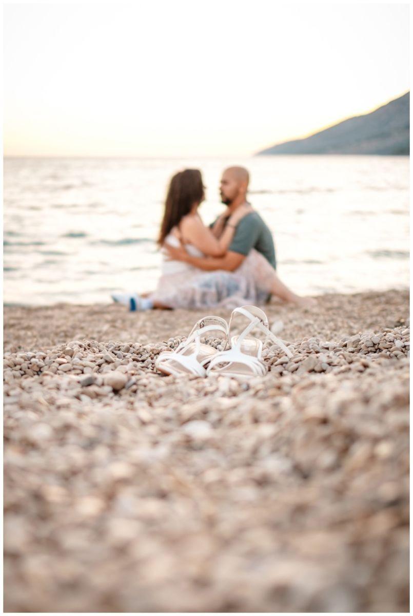verlobungsshooting strand paarshooting hochzeit hochzeitsfotograf kroatien 23 - Verlobungsshooting am Strand