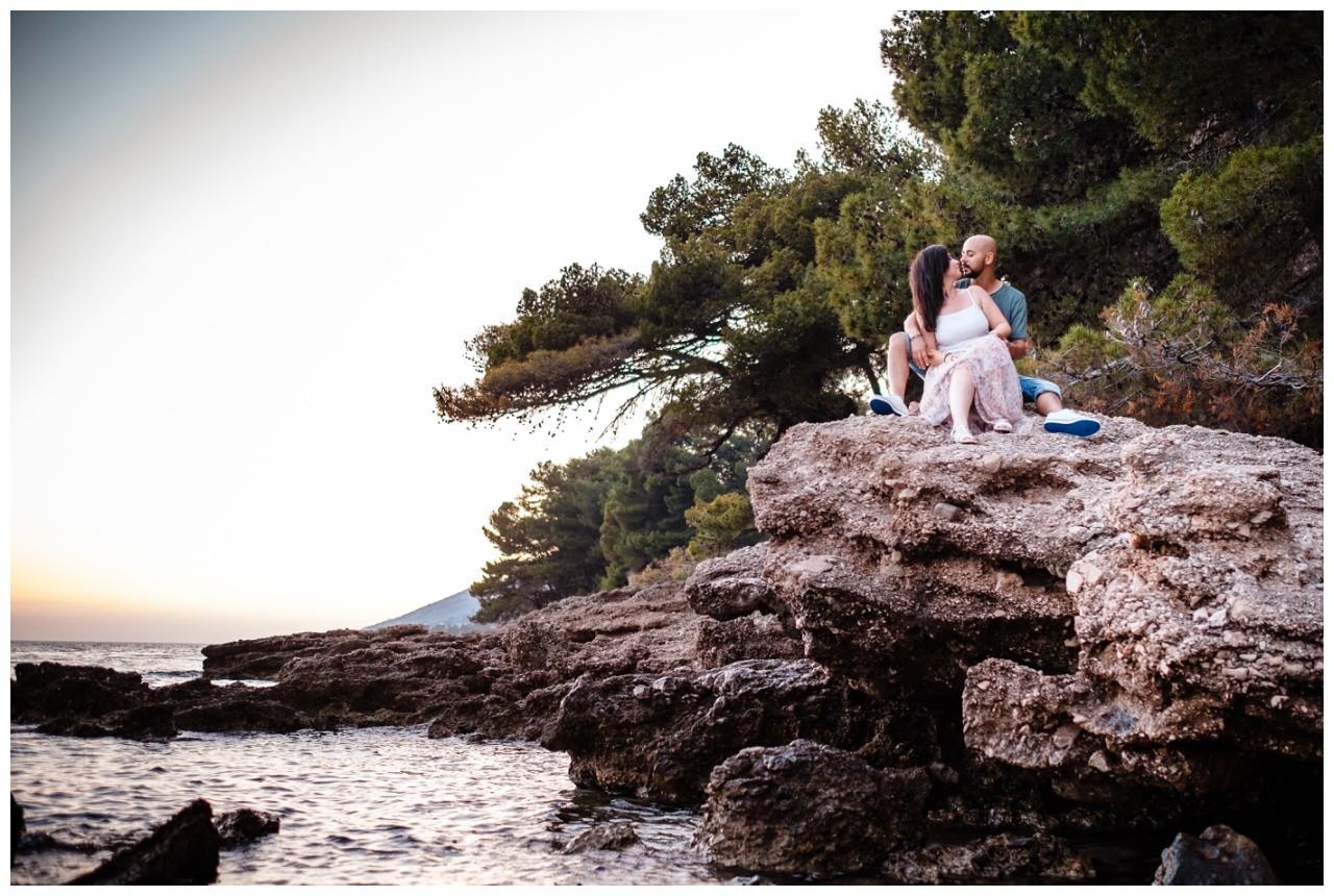 verlobungsshooting strand paarshooting hochzeit hochzeitsfotograf kroatien 27 - Verlobungsshooting am Strand