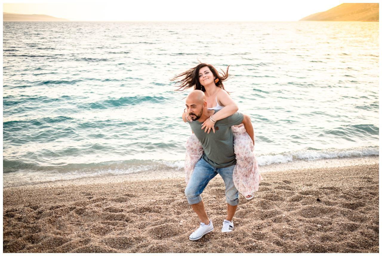 verlobungsshooting strand paarshooting hochzeit hochzeitsfotograf kroatien 9 - Verlobungsshooting am Strand