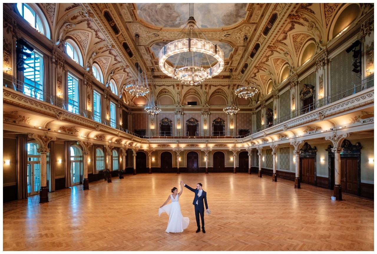 standesamtliche Trauung Stadthalle Wuppertal Hochzeit Fotograf 11 - Standesamtliche Trauung in der historische Stadthalle Wuppertal