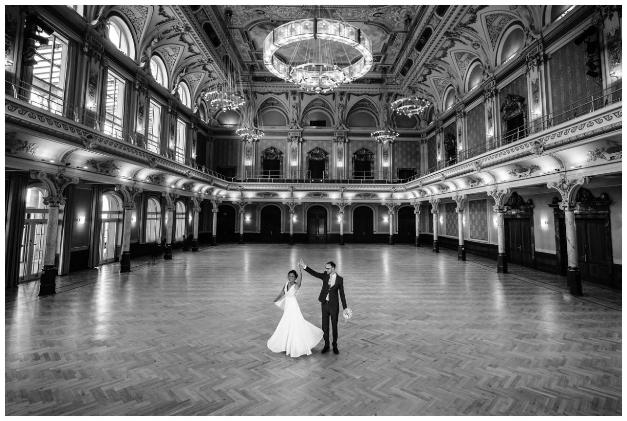 standesamtliche Trauung Stadthalle Wuppertal Hochzeit Fotograf 12 - Standesamtliche Trauung in der historische Stadthalle Wuppertal