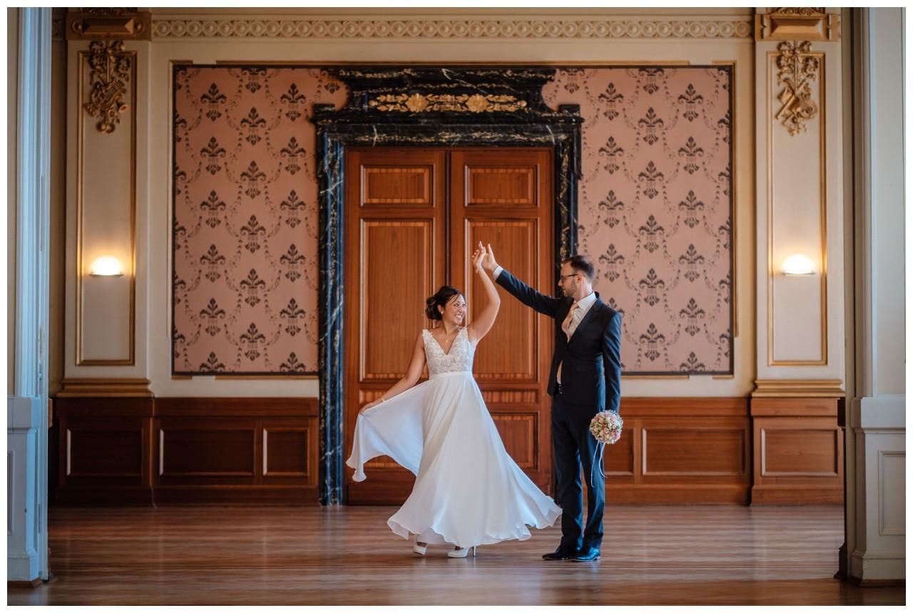 standesamtliche Trauung Stadthalle Wuppertal Hochzeit Fotograf 20 - Standesamtliche Trauung in der historische Stadthalle Wuppertal