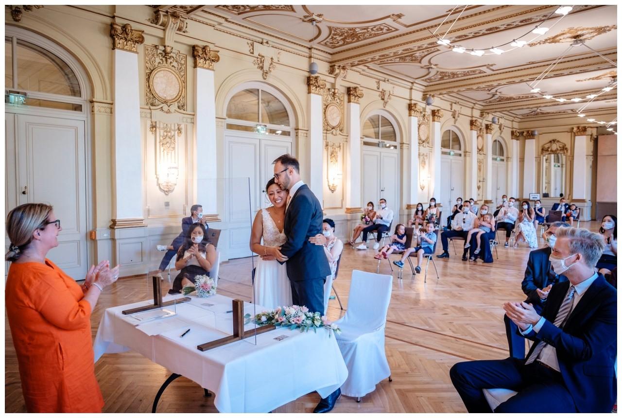 standesamtliche Trauung Stadthalle Wuppertal Hochzeit Fotograf 26 - Standesamtliche Trauung in der historische Stadthalle Wuppertal