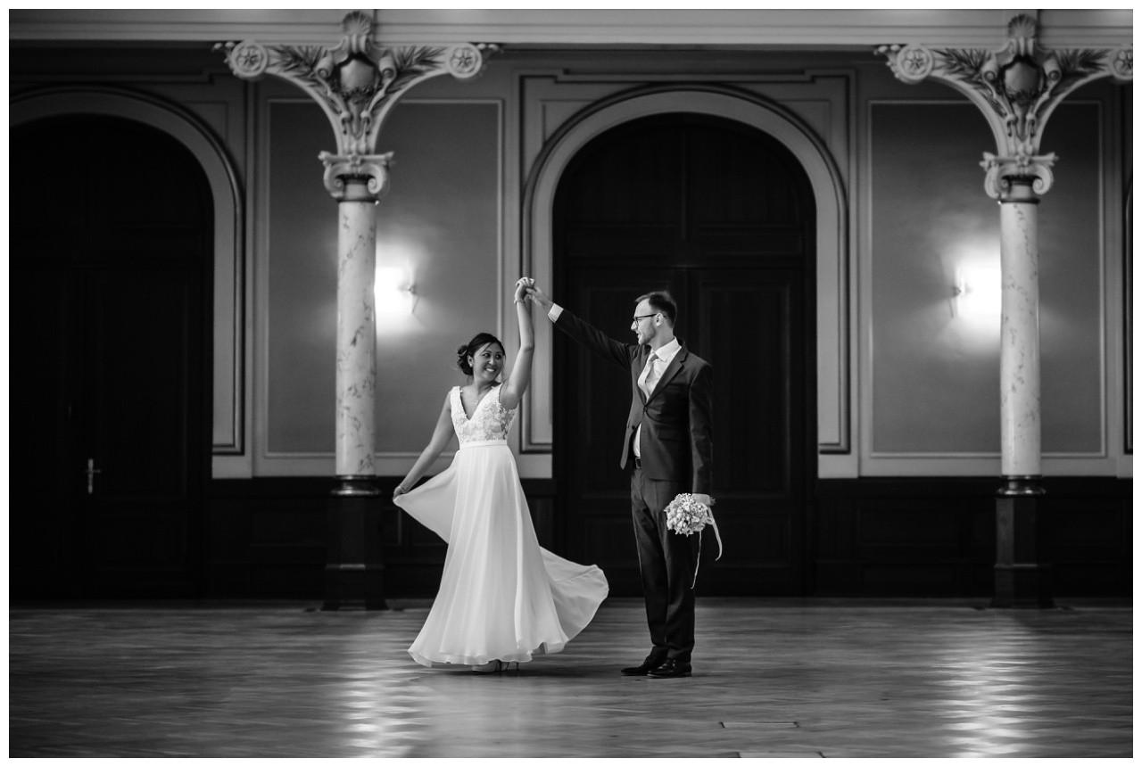 standesamtliche Trauung Stadthalle Wuppertal Hochzeit Fotograf 6 - Standesamtliche Trauung in der historische Stadthalle Wuppertal