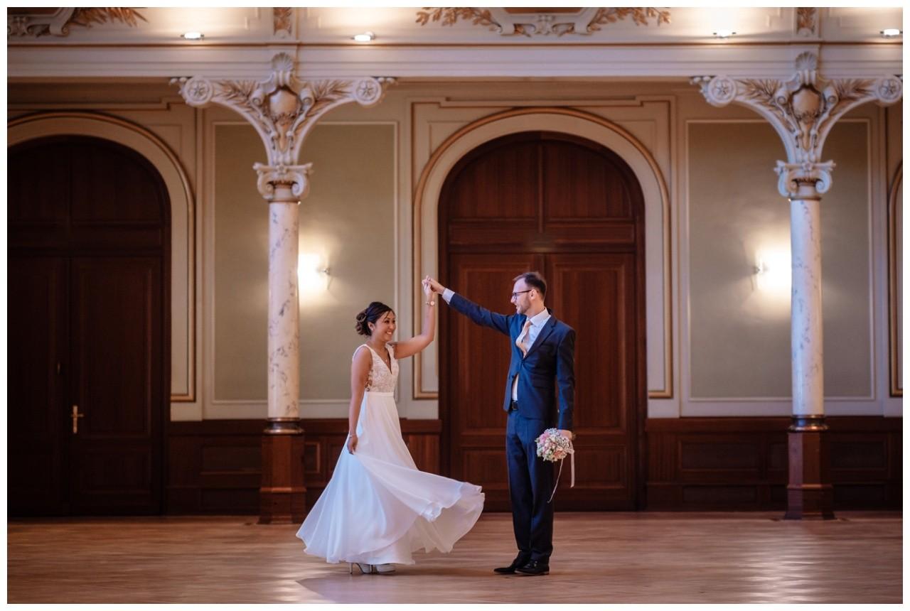 standesamtliche Trauung Stadthalle Wuppertal Hochzeit Fotograf 7 - Standesamtliche Trauung in der historische Stadthalle Wuppertal