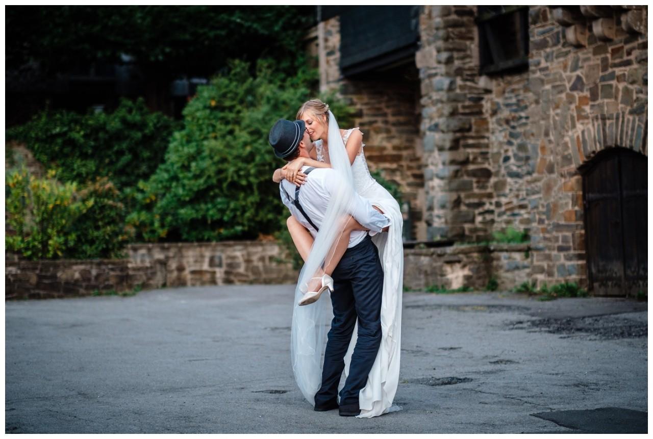 Hochzeit Schloss Burg solingen heiraten hochzietsfotograf 72 - Hochzeit auf Schloss Burg