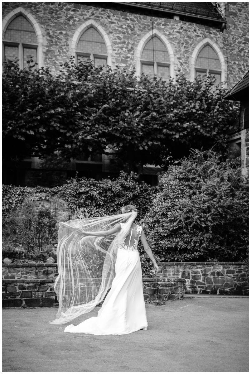 Hochzeit Schloss Burg solingen heiraten hochzietsfotograf 78 - Hochzeit auf Schloss Burg