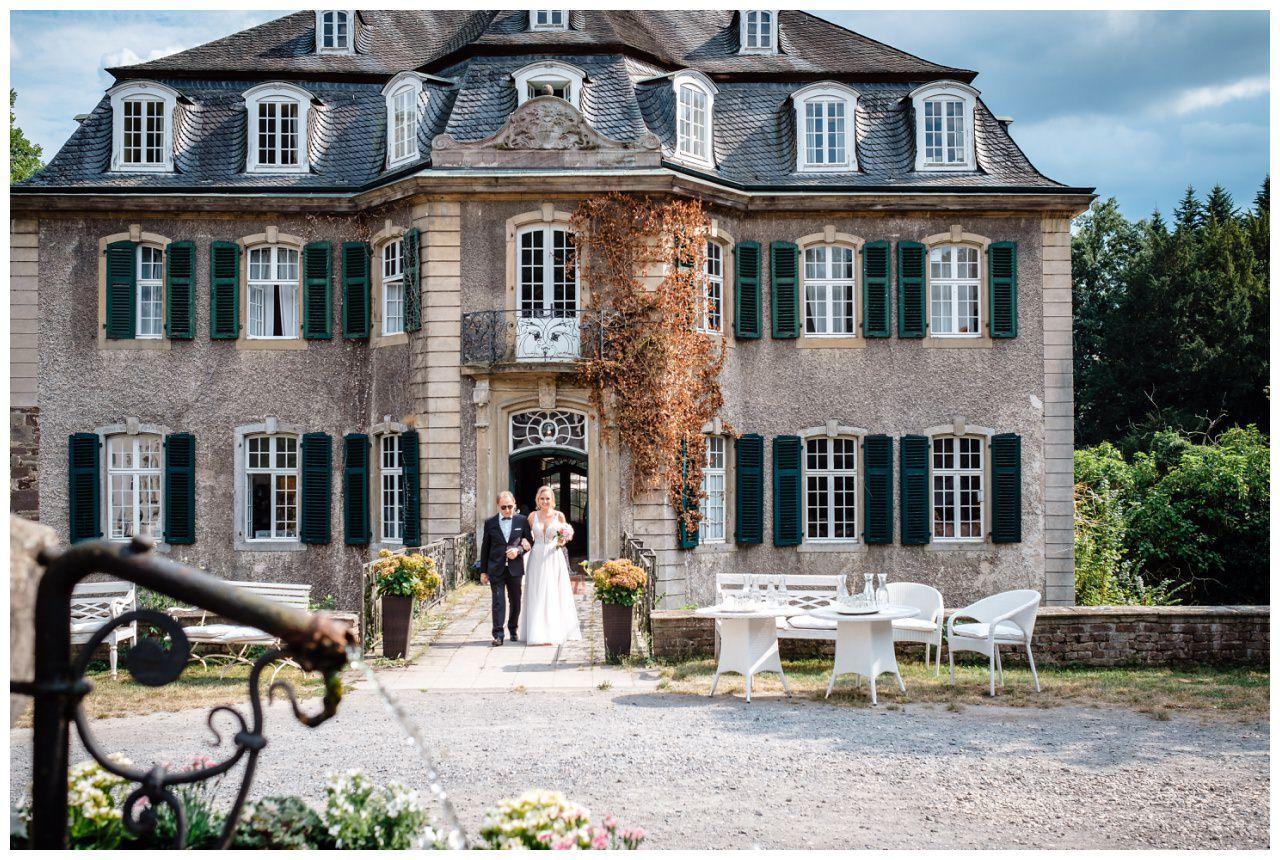 Hochzeit Schloss Hackhausen Fotograf Solingen Freie Trauung 43 - Freie Trauung auf Schloss Hackhausen