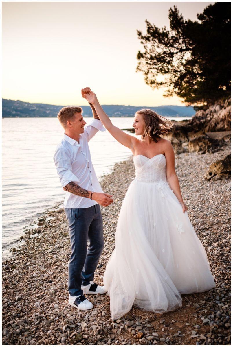 Hochzeitsfotos Strand after wedding Shooting hochzeit kroatien ausland fotograf 20 - After Wedding Shooting in Split