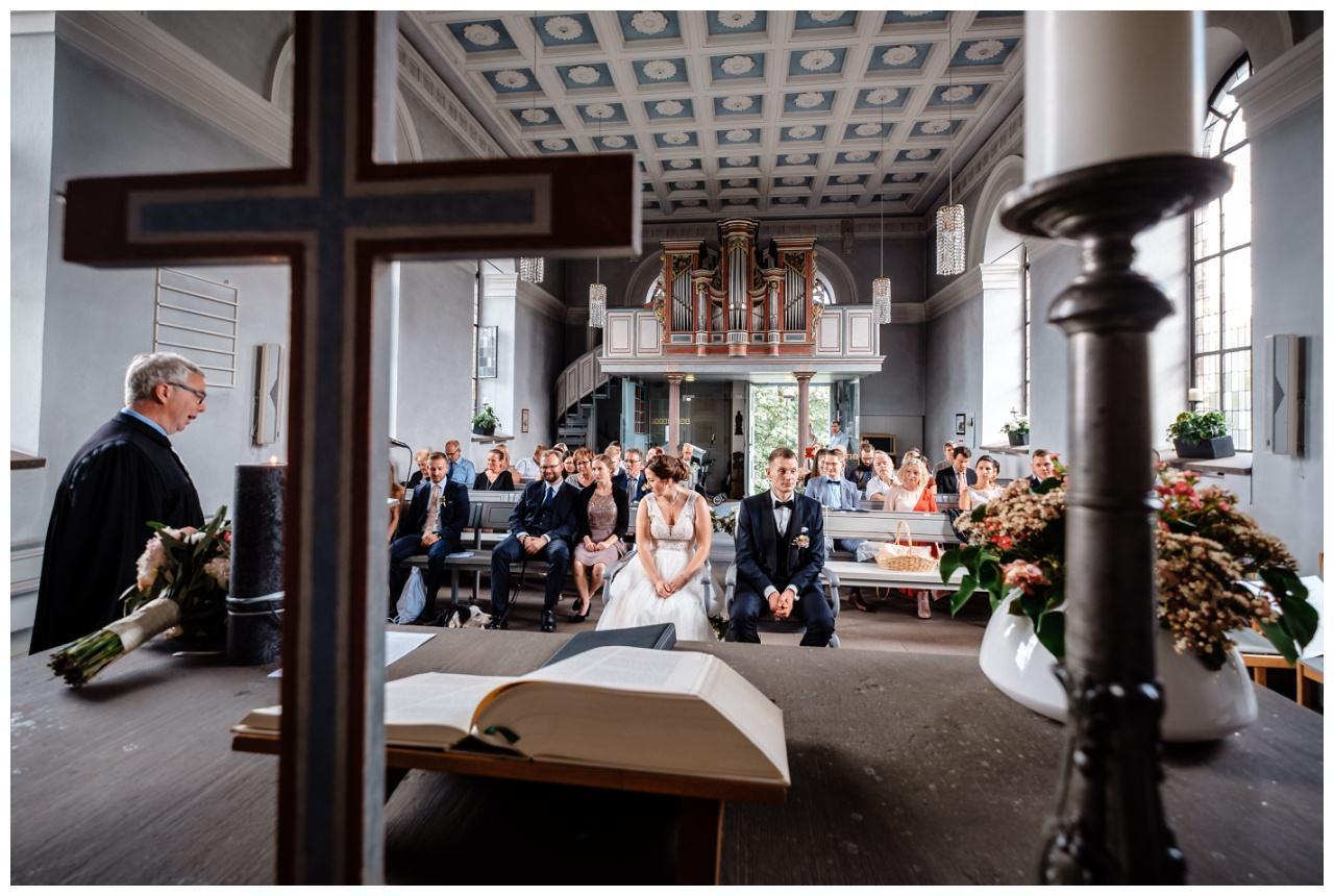 Hochzeit Delling Koeln Hochzeitsfotograf Kapelle 33 - Kirchliche Hochzeit in Kürten