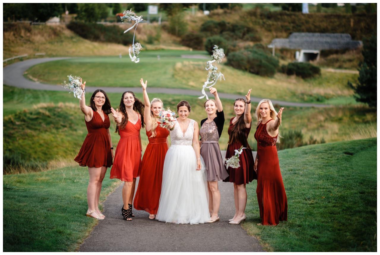 Hochzeit Delling Koeln Hochzeitsfotograf Kapelle 64 - Kirchliche Hochzeit in Kürten
