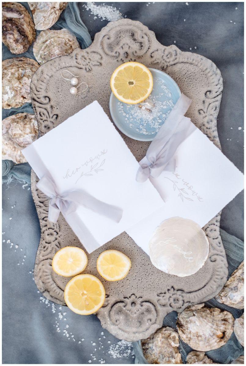 Hochzeitspapeterie Einladungskarte Einladung Hochzeit Flatlay Fotograf 11 - Eure Einladung als Flatlay inszeniert