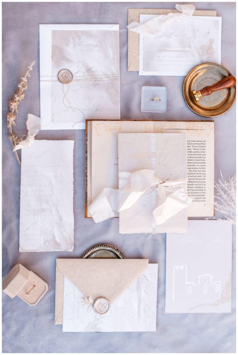 Hochzeitspapeterie Einladungskarte Einladung Hochzeit Flatlay Fotograf 16 - Eure Einladung als Flatlay inszeniert