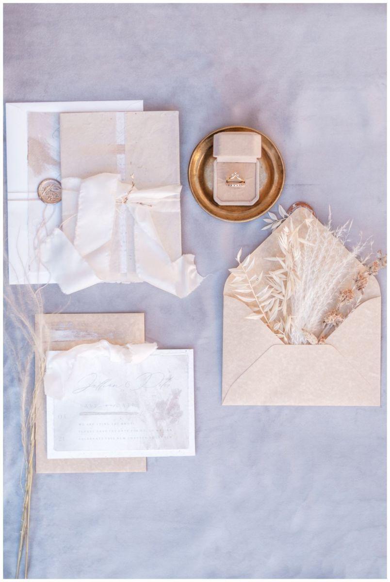 Hochzeitspapeterie Einladungskarte Einladung Hochzeit Flatlay Fotograf 18 - Eure Einladung als Flatlay inszeniert